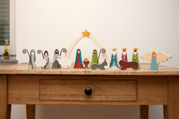 Ein buntes Weihnachtskrippen-Set