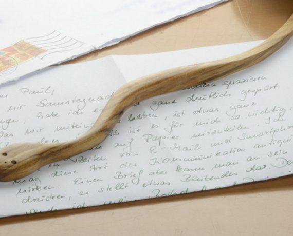 Scharf gemacht – Brieföffner-Schlange