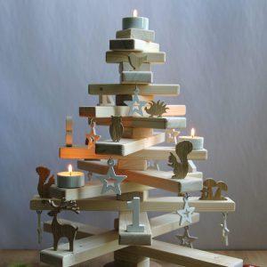 DIY-Projekt Weihnachtsbaum aus Holzlatten