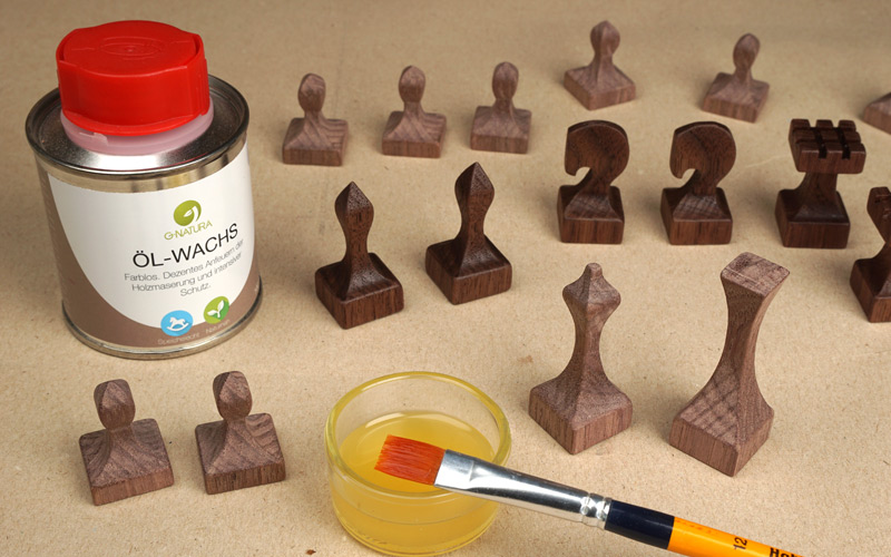 Schachfiguren aus Massivholz ölen