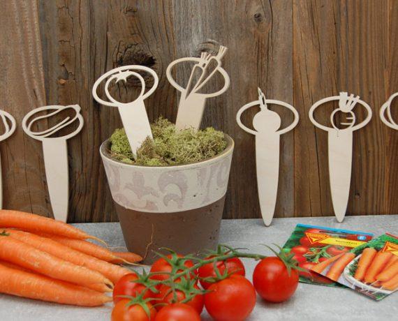 Im Gemüsebeet –  Gartenstecker